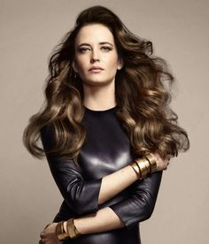 """EVA GREEN, a natural Brunette with hints of blonde, better know among trendy hair professionals as """"Bronde"""" """"(It's) when a brunette wants to have an element of blond, but doesn't want to be described by her girlfriends as being 'blond,'"""" Chocolate Brown Hair Color, Brown Hair Colors, Hair Colour, Older Women Hairstyles, Pixie Hairstyles, Wedge Hairstyles, Feathered Hairstyles, Bouffant Hairstyles, Beehive Hairstyle"""