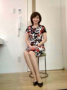 Japanese Beauty, Asian Beauty, Sexy Rock, 1920s Hair, Tv Presenters, Sexy Skirt, Leather Heels, Suits For Women, Asian Woman