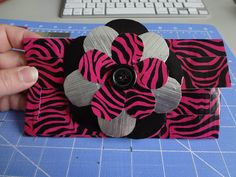 Duct Tape Ladies Accordion Wallet. craftynightowls.blogspot.com, #ducttape, #wallet, #giveaway
