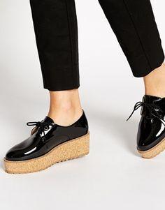Aumentar Zapatos con plataforma de corcho en charol negro de Shelllys