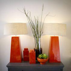 Idea de rincón para decorar una mesa de arrimo, de un sólo color http://pazvial.cl/