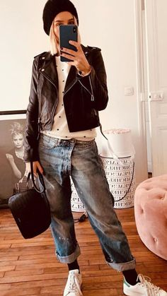 Street Style Addict / Hat Bag Sneakers Top Moto Jacket Boyfriend Jeans Source by jessrooke Look Fashion, Fashion Outfits, Womens Fashion, High Fashion, Böhmisches Outfit, Boyfriend Jeans Outfit, Look Jean, Jeans And Sneakers, Casual Winter Outfits