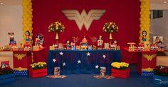 Ideias para festa Birthday Display, 5th Birthday Party Ideas, Birthday Decorations, Wonder Woman Birthday, Wonder Woman Party, Girl Superhero Party, Popular Birthdays, Ideas Para Fiestas, Party Activities