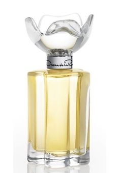 Espirit d'Oscar by Oscar de la Renta  Begins with citrus notes of Sicilian lemon, bergamot and citron, leading to the floral bouquet heart of Egyptian jasmine, orange blossom and tuberose. The base is oriental, creamy, smooth and very long-lasting with musk, heliotrope, tonka and vetiver.