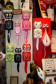 Kit Cat Clocks - Not antique but oh well. Kit Kat Clock, Cat Clock, Hickory Dickory, Cool Clocks, Shabby Vintage, Retro Vintage, Antique Clocks, Fashion Room, Retro Home
