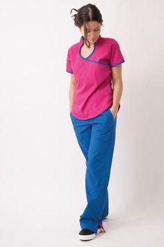 Tela Arciel (65% Polyester, 35% Viscosa)Chaqueta cuello mao, bolsillos laterales y tiras ajustables en la espalda.Pantalón con elástico en cintura,bolsillos laterales y tajo con vivo en terminación de pierna.  Datos de la modelo: Nombre: Pao Marchini Altura: 1,60 m Peso: 48 kg Talle del ambo: XS Medical Surgical Nursing, Medical Scrubs, Nurse Scrubs, Scrubs Outfit, Scrubs Uniform, Lab Coats, Medical Uniforms, Hair And Beauty Salon, Jack Black