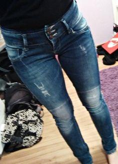 Kupuj mé předměty na #vinted http://www.vinted.cz/damske-obleceni/dziny/10739741-krasny-ripped-jeans