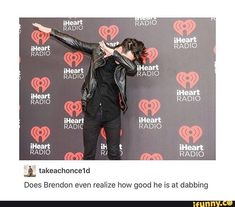 Honestly, I hate when people do the dab thing, but it's Beebo and I can't get mad <<< Because he looks damn good doing it Emo Bands, Music Bands, Brendon Urie, Band Memes, Panic! At The Disco, Pierce The Veil, Paramore, Fall Out Boy, My Chemical Romance