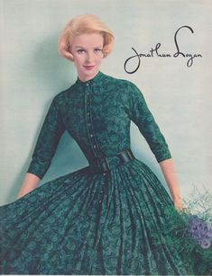 Jonathan Logan, Seventeen Seventeen: The Magazine For American Teenagers – 36 Charming Photos of Female Fashion in the Fifties Fashion, Retro Fashion, Vintage Fashion, Fifties Style, Vintage Inspired Dresses, Vintage Dresses, Vintage Outfits, Vintage Clothing, Over 50 Womens Fashion