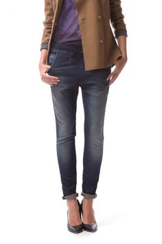 Janice A sporty, trendy style combining two casual musts: denim and tracksuit bottoms. Made from sweatshirt thread, shuttle woven like denim, very loose fit hips, drop crotch, tapered legs, 5 pockets and drawstring at the waist.