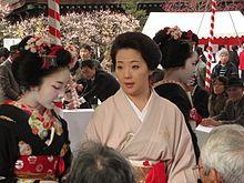 Kanzashi - Wikipedia, the free encyclopedia