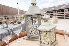 Lanterne à garnir et à poser en centre de table, ou à l'extérieur pour un bel effet. Vous trouverez ces lanternes en location chez D DAY DECO