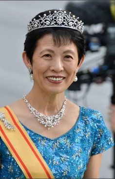 Princess Takamado of Japan arrives at the boat to Drottningholm Palace wearing a beautiful pearl and diamond parure, after the wedding of Swedish Princess Madeleine and Chris O'Neill in Stockholm, 08 June 2013 Royal Crowns, Royal Tiaras, Crown Royal, Tiaras And Crowns, Royal Monarchy, Boat Wedding, Royal Jewelry, Jewellery, Princess Madeleine