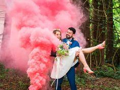 Des fumigènes de couleur pour vos photos de couple