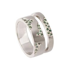 Narrow Blitz 18ct White Gold Green Diamond Wedding Engagement Ring  #WhiteGoldDiamondWeddingRing