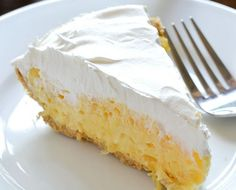 A Go-to Summer Dessert! This Pineapple Pie is a perfect summer dessert! It's one of those go-to dessert recipes that is loved by many. With just 5 ingredients including a large can of crushed pinea… Pineapple Pie Recipes, Baked Pineapple, Crushed Pineapple, Vanilla Pudding Mix, Malva Pudding, Cupcake Recipes, Snack Recipes, Dessert Recipes, Fall Desserts