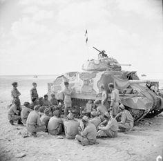 Tank crews receiving instruction on the Grant tank, 9 September 1942. #worldwar2 #tanks