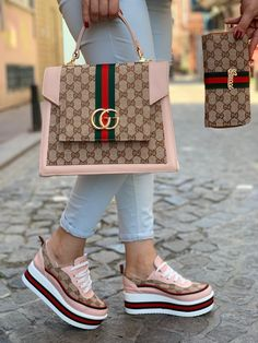 Affordable handbags - A collection of modern purses to express your style and creativity. Cute Handbags, Gucci Handbags, Louis Vuitton Handbags, Purses And Handbags, Luxury Handbags, Cheap Handbags, Handbags Online, Popular Handbags, Red Purses