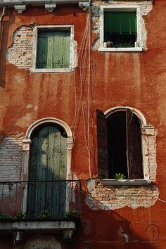 Venice fragile delicata ,va rispettata soprattutto dai veneziani *silva*