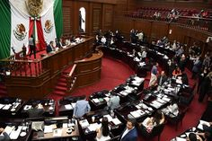 """En sesión ordinaria, el pleno del Congreso del Estado declaró """"ha lugar"""" a admitir la discusión de cinco iniciativas en las que propone reformar la Constitución Política del Estado, en ..."""