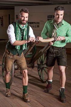 Lederhosen von Hiebaum für Damen & Herren lassen sich gut mit Trachten kombinieren. Günstige Kinderlederhosen, Kniebund oder Hosenträger, kurz oder lang.