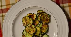 Don't know what to do with all the cucumbers from your garden? Make cucumber chips! Don't know what to do with all the cucumbers from your garden? Make cucumber chips! Cucumber Chips, Dill Pickle Chips, Cucumber Recipes, Healthy Low Carb Snacks, Healthy Chips, Savory Snacks, Healthy Foods, Healthy Eating, Healthy Recipes