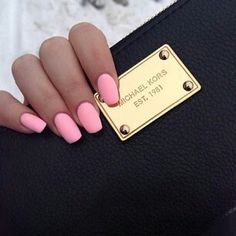 I love that nail color!