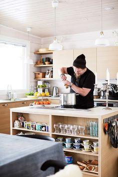 В гостях у Вилле Хаапасало: дом актера у озера Сайма в финском городке Пуумала | AD Magazine