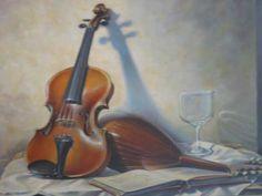 hier zie je een afbeelding van een viool. het valt misschien niet snel op dat de viool samen met zijn schaduw en koffer een driehoek vormen. dus hier zit een driehoekscompositie in.