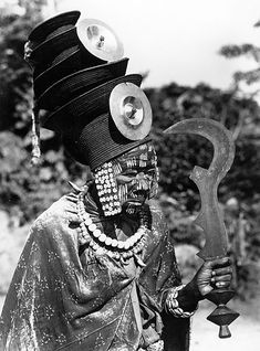 Ekonda political leader (Nkumu) Belgian Congo by Carol Lamote African Culture, African History, African Art, African Voodoo, Belgian Congo, Art Premier, History Of Photography, African Tribes, Statues