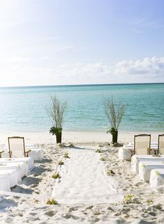 White sand & turquoise water for your ceremony. Photography by www.giacanali.com, Event Design by yifatoren.com