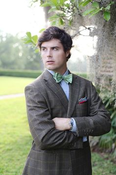 We just love the light in this photo, and check out that mint bow tie! It's just charming.