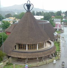 A Basutu hat style hotel in the heart of Maseru, Lesotho, the little country surrounded by South Africa. Paises Da Africa, Out Of Africa, South Africa, Thatched House, Thatched Roof, Vernacular Architecture, Dome House, Round House, Africa Travel