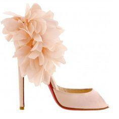 Resultados de la Búsqueda de imágenes de Google de http://www.christianlouboutin-redsole-outlet.com/image/product/b/1000/louboutin_pink_patent_leather_bridal_shoes_with_flower_1140402_1.jpg