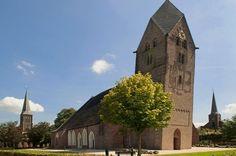 De Walfriduskerk in Bedum is een van de oudste kerken in de provincie Groningen. Het oudste deel van de kerk stamt uit de 11e eeuw. Opvallend aan de kerk is de scheve 11e-eeuwse kerktoren in romaanse stijl met een rombisch dak. Deze toren staat schever dan de Toren van Pisa: hij hangt 4,18 graden[1] uit het lood versus de 3,97 van Pisa. Hij is in ieder geval de scheefste van Nederland.
