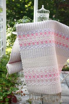 Weaving Textiles, Weaving Art, Weaving Patterns, Loom Weaving, Tapestry Weaving, Hand Weaving, Rug Inspiration, Macrame Art, Weaving Projects