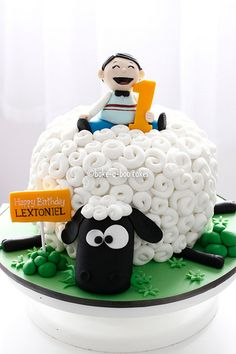 Not normally into those fancied up cakes but this is cute.
