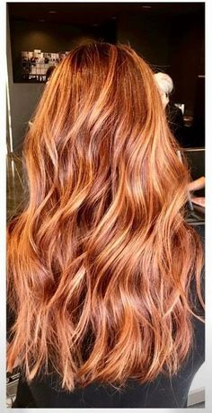 Mind blowing brown to caramel hair color on long wavy hair - New Hair Cut Hair Color Caramel, Red Hair Color, Color Red, Hair Colors, Long Wavy Hair, Curly Red Hair, Auburn Hair, Great Hair, Balayage Hair
