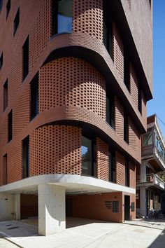 Image 22 of 43 from gallery of Building / Sosu Architects. Photograph by Kyung Roh Brick Design, Facade Design, Exterior Design, Stone Exterior, Villa Del Carbon, Architecture Résidentielle, Chinese Architecture, Futuristic Architecture, Classical Architecture