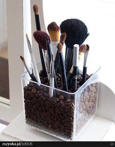 Przechowywanie pędzelków do makijażu :)