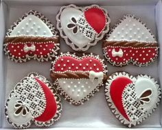 Valentínske medovníčky z lásky a pre lásku:) Autorka: zuzanka.k. Medovníky, srdce, srdiečko, zdobenie, poleva, valentín. Artmama.sk