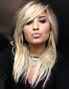 "Demi just tweeted this picture with the caption ""Love my Lovatics"" She's so gorgeous"