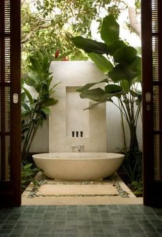 28 Outdoor Shower Ideas with Maximum Summer Vibes Nice 22 Popular Outdoor Bathroom Ideas Outdoor Bathtub, Outdoor Bathrooms, Dream Bathrooms, Beautiful Bathrooms, Outdoor Showers, Master Bathrooms, Outdoor Pool, Interior Exterior, Exterior Design