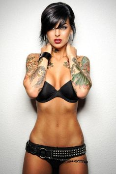 Women and bodybuilding for beginners Love Tattoos, Sexy Tattoos, Beautiful Tattoos, Body Art Tattoos, Girl Tattoos, Tattoos For Women, Tattooed Women, Woman Tattoos, Music Tattoos