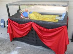 A glass coffin for Snow White... that's past her expiration date.