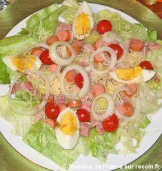 Recette Salade alsacienne .Voici une salade typiquement alsacienne avec ses saucisses de Strasbourg à savourer accompagnée d'une bonne bière d'Alsace !. Cette recette est une spécialité de la région Alsace