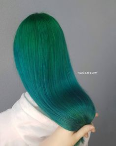 Gorgeous green to turquoise color melt by - try our Juniper + Cerulean Sea for a similar melt! Green Hair Ombre, Teal Hair Dye, Dark Teal Hair, Red Blonde Ombre, Dark Blonde Balayage, Blue Purple Hair, Yellow Hair, Ombre Hair, Color Melting