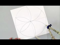 Learn how easy it is to draw a Petal Mandala with a compass. Barb Owen shows you the easiest way to make your own magic mandala! Mandala Doodle, Mandala Art Lesson, Mandala Dots, Mandala Pattern, Mandala Design, Dot Art Painting, Mandala Painting, Painting Patterns, Mandala Compass
