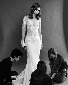 """""""Mi piace"""": 2,884, commenti: 18 - Pnina Tornai (@pninatornai) su Instagram: """"Only two more days until the 2018 #LOVEbyPninaTornai Collection launches @kleinfeldbridal ! Tag a…"""""""