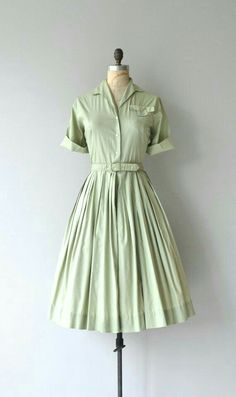 Green Apple Dress Vintage Cotton Dress by DearGolden . - Green Apple Dress Vintage Cotton Dress by DearGolden # 1950 - Vintage Outfits, Robes Vintage, Vintage 1950s Dresses, Retro Dress, Vintage Clothing, Vintage Cotton, 1950 Outfits, Vintage Wardrobe, Pin Up Outfits